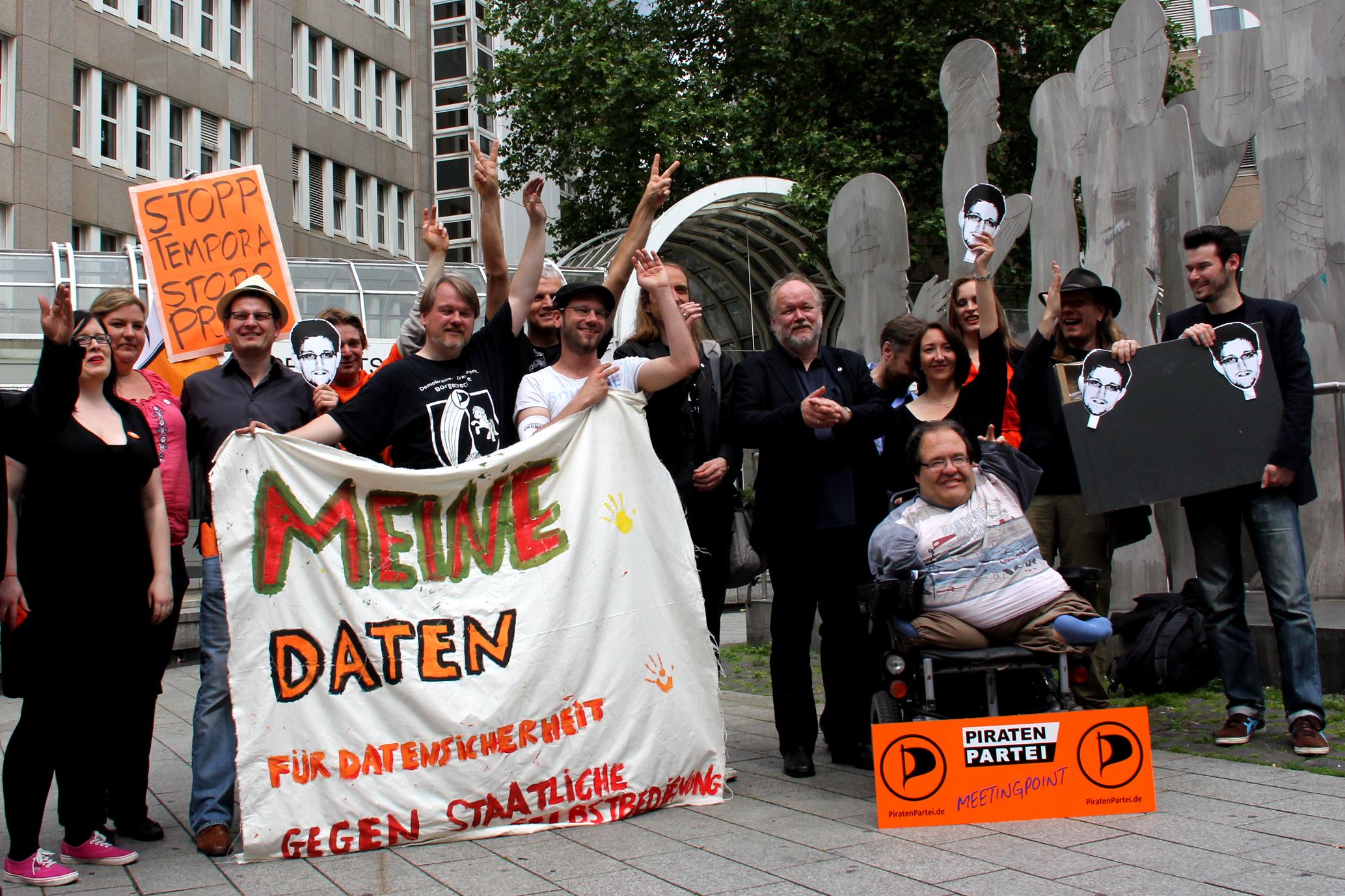 PRISM-DEMO-Düsseldorf-22-06-2013 / Piratenfraktion, Landesvorstand und Bundestagskandidaten