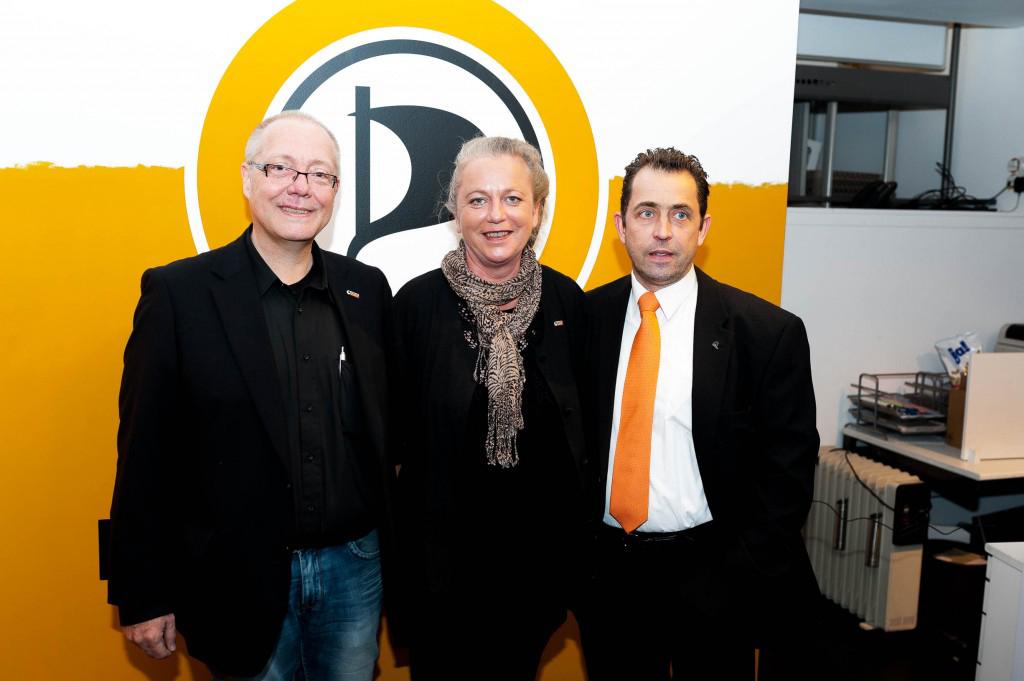 Jürgen Asbeck Andrea Deckelmann aus dem Kreisvorstand Düsseldorf und Ratsherr Frank Grenda Foto Christian Steinmetz – CC-BY-SA