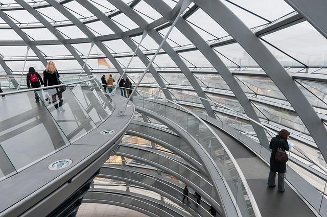 Gläserne Kuppel statt gläserner Bürger: Im Reichstag geht es am Freitag um 10 Wochen deutsche Vorratsdaten.