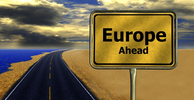 konzept-refugees-eu-grenze-europa-636985_640-cc0-geralt-pixabay