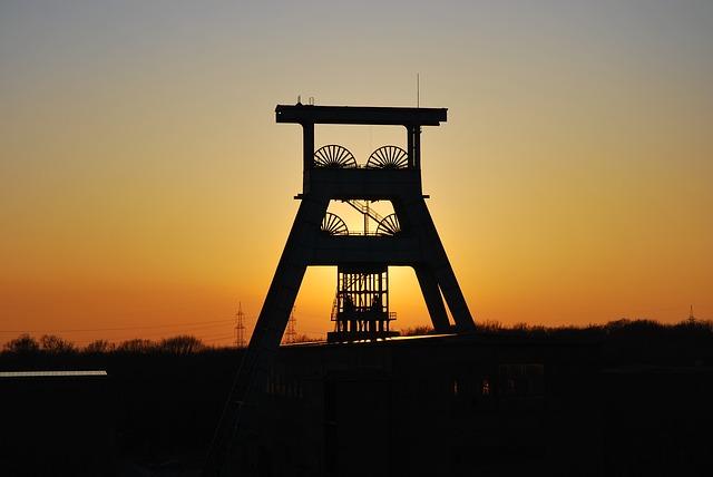 Der Bergbau im Ruhrgebiet ist schon fast stillgelegt, der Braunkohle-Tagebau im Rheinland verpestet die Umwelt